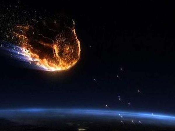 Rusiya səmasında meteorit partladı - VİDEO