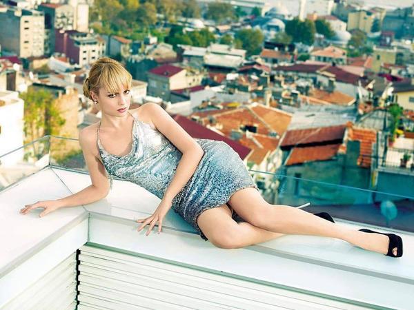 Türk aktrisa yeni fotolarını paylaşdı - FOTO