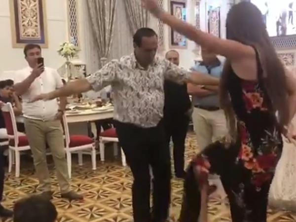"""Manaf Ağayevin azərbaycanlı aktrisa ilə """"şıdırğı"""" rəqsi - VİDEO"""