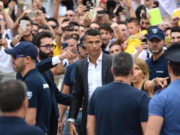 Kriştianu Ronaldunun Turin izdihamı... - FOTO