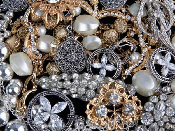 Ölkənin qızıl-gümüş bazarında bahalaşma var