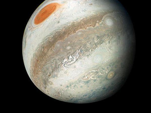 Yupiterin orbitində 12 yeni peyk tapıldı
