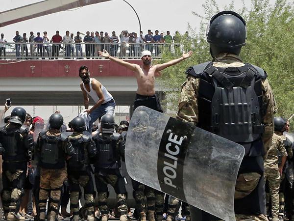 İraqda etirazlar: 12 nəfər ölüb, 571 nəfər xəsarət alıb - FOTO