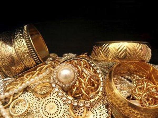 Ölkənin qızıl-gümüş bazarı ucuzlaşmaqda davam edir