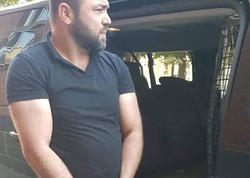Azərbaycana əl-ayaqları qandallı gətirilən şəxs kimdir? - FOTO
