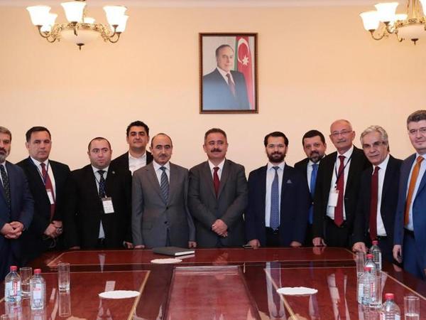 Əli Həsənov bir qrup türkiyəli jurnalistlə görüşüb