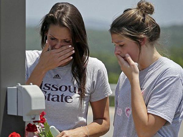 """ABŞ-da kater batdı: <span class=""""color_red"""">17 nəfər ölüb - FOTO</span>"""