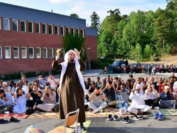 Avropada müsəlmanlar yağış üçün toplandılar