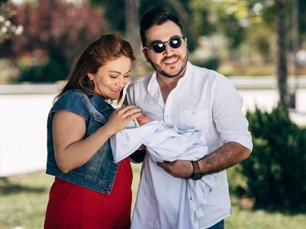 Elvin yeni doğulan oğlu və xanımı ilə - FOTO