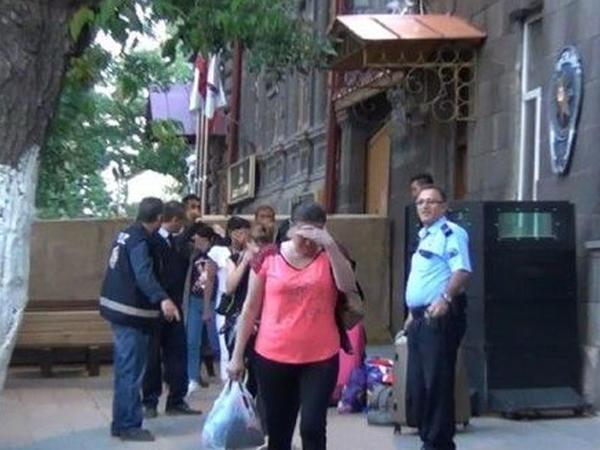 Qarsda 14 azərbaycanlı qadın saxlanıldı