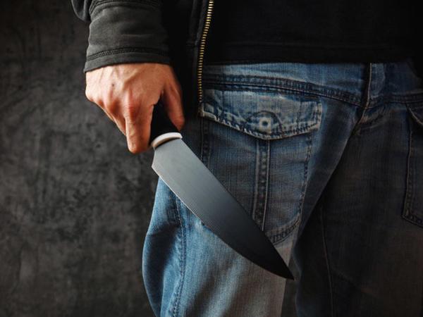 Bakıda 27 yaşlı gənc küçədə bıçaqlandı