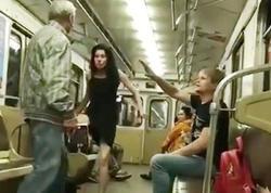 """Metroda BİABIRÇILIQ - Sərnişinlərin gözü önündə <span class=""""color_red"""">cinsi əlaqəyə girdilər - VİDEO</span>"""