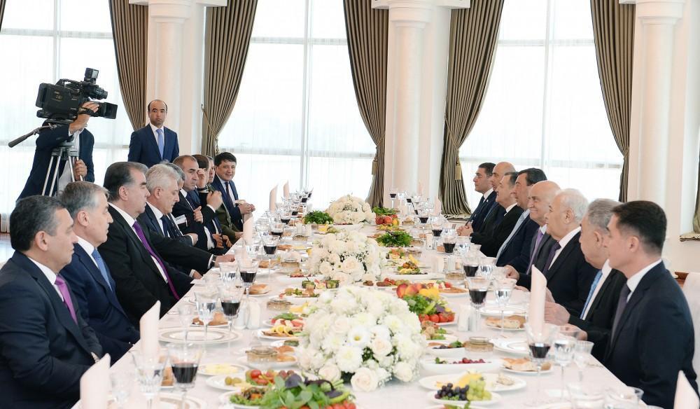 Oqtay Əsədov və Tacikistan Prezidenti birgə işçi nahar ediblər - FOTO