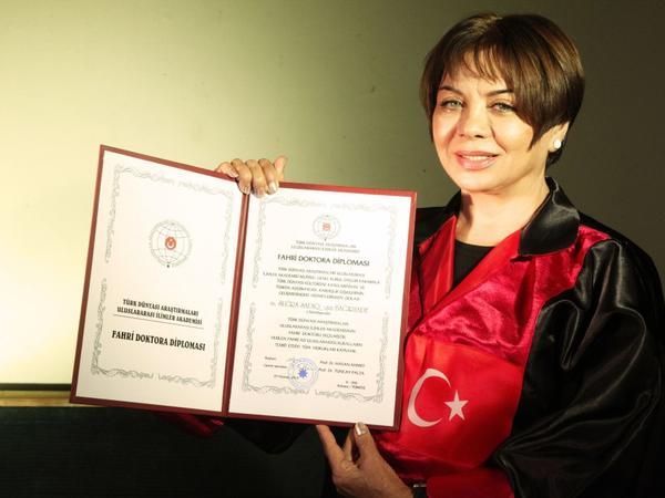 """Əməkdar artist şəxsi həyatından danışdı: """"Həyat yoldaşım məni """"Yetər"""" obrazında sevmişdi"""" - FOTO"""