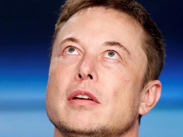 Tesla şirkətinin səhmdarları Elon Muskı məhkəməyə verdilər
