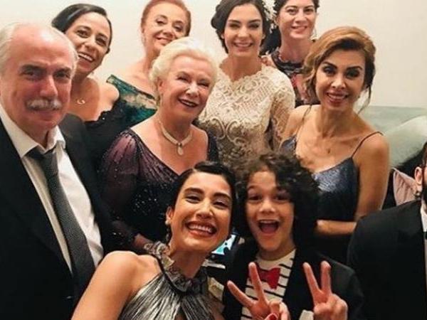 """""""İstanbullu gəlin""""ə yeni mövsümdə BU MƏŞHUR qatılacaq - FOTO"""
