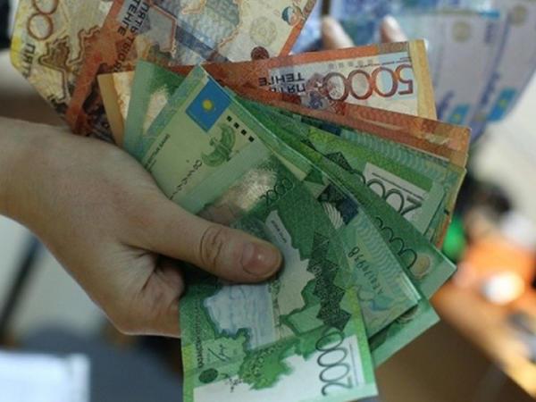 Qazaxıstan milli valyutası dollara nisbətdə ucuzlaşmaqda davam edir