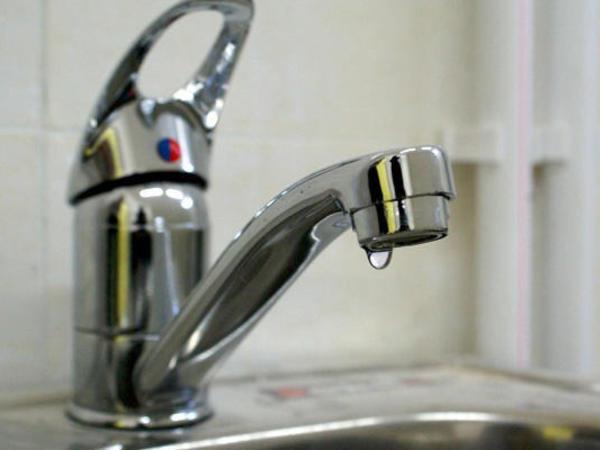 """Hacıqabulda su problemi: <span class=""""color_red"""">İsti yay günlərində susuz qaldıq...</span>"""