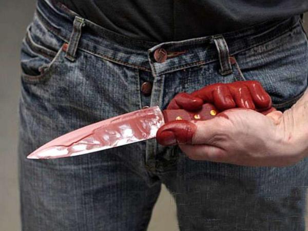 Sabunçuda 28 yaşlı oğlan bıçaqlandı
