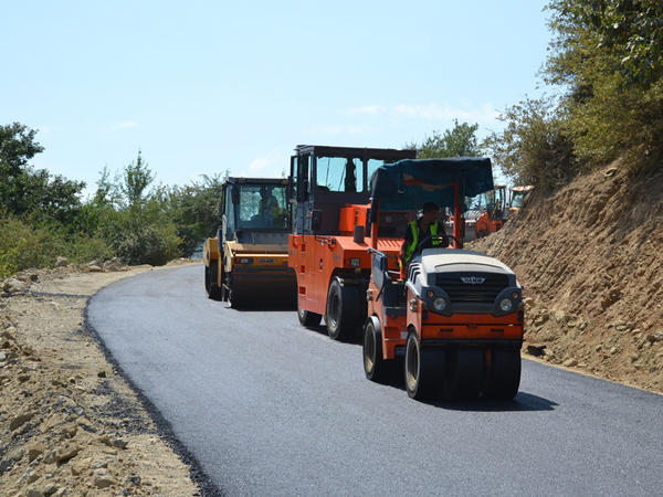 """Lerikdə 28 km uzunluğa malik yolun yenidən qurulması bitmək üzrədir - <span class=""""color_red"""">FOTO - VİDEO</span>"""