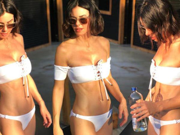 46 yaşlı aktrisa çimərlik geyimi ilə POZ VERDİ - FOTO