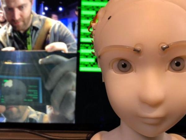 İnsanın üz ifadəsini təkrarlayan robot hazırlanıb