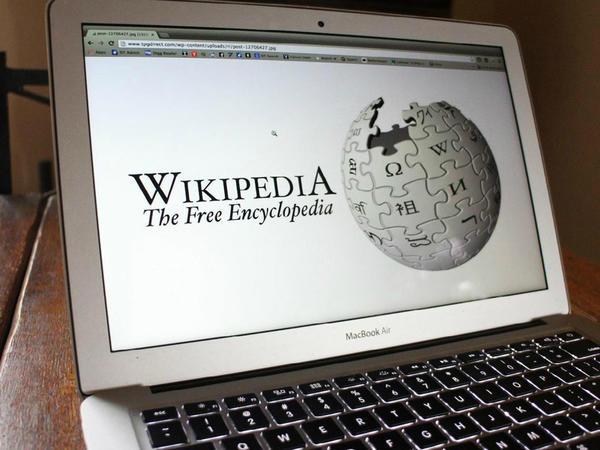 """""""Vikipediya"""" geyim istehsal etməyə başladı - <span class=""""color_red"""">Qiymət -FOTO</span>"""