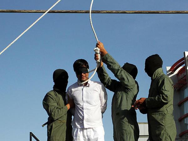 İranda 6 nəfər edam olundu
