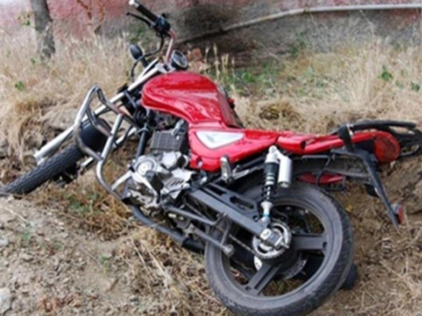 "Biləsuvarda motosiklet aşdı, <span class=""color_red"">sürücü öldü</span>"