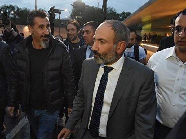 Ermənistanda qarşıdurma güclənir