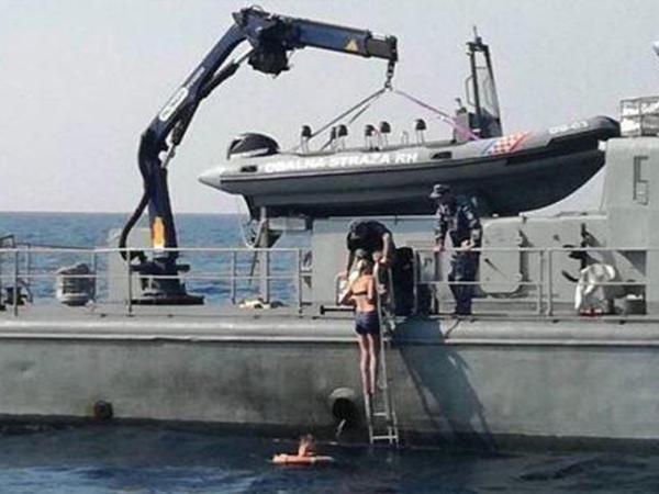 """Kruiz gəmisindən suya düşən britaniyalı qadın 10 saat açıq dənizdə qaldı - <span class=""""color_red"""">FOTO</span>"""