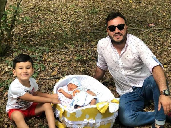 Azərbaycanlı müğənni 40 günlük oğlunun fotosunu paylaşdı