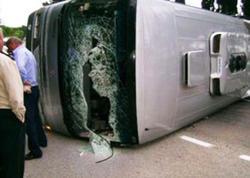 """Finlandiyada avtobus körpüdən aşdı: <span class=""""color_red"""">4 ölü</span>"""