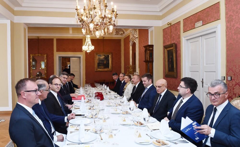 Prezident İlham Əliyev Xorvatiyanın Baş naziri Andrey Plenkoviç ilə işçi na ...