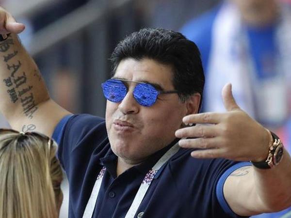 Maradona maaşının azaldılmasını tələb etdi