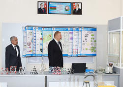 Prezident İlham Əliyev bir neçə orta məktəbdə əsaslı təmirdən sonra yaradılan şəraitlə tanış olub - FOTO