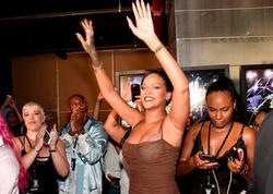 "Rihanna yeni brendini təqdim edib - <span class=""color_red"">FOTO</span>"