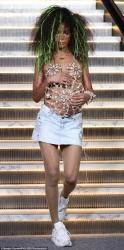 Madonnanın qızı modellik etdi, tüklü ayaqları ələ salındı - FOTO