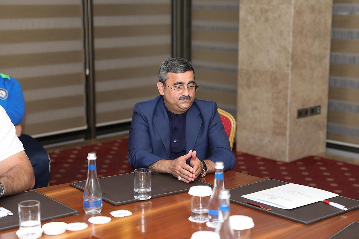 Rövnəq Abdullayev milli üzvləri ilə görüşdü - FOTO