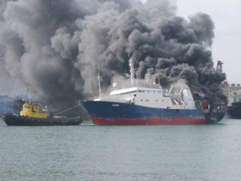 İndoneziyada gəmi yandı - 10 ölü