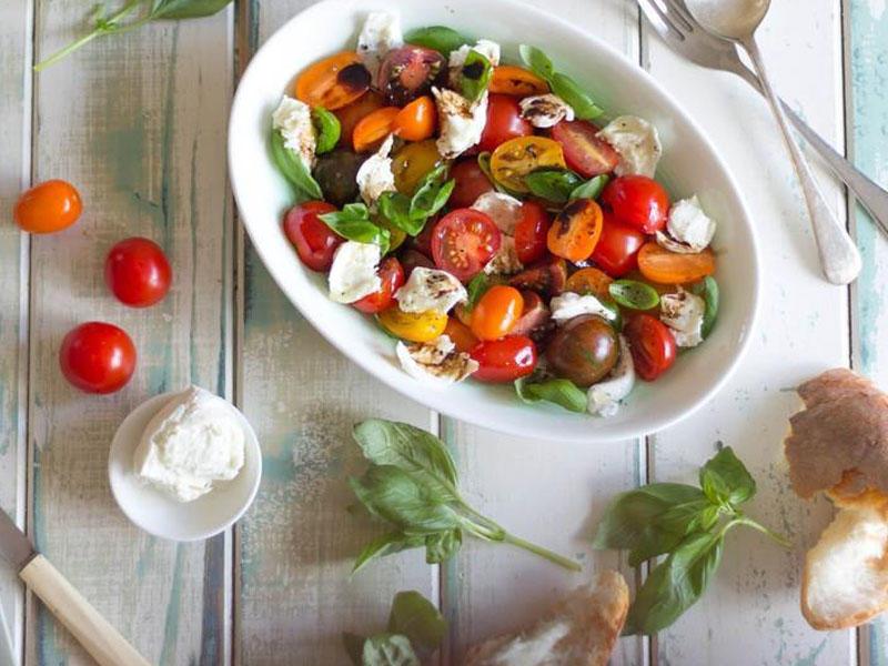 Ləzzətli və yüngül salatlar