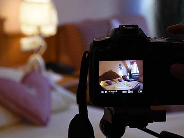 Bakıda evli qadın onu intim fotolarla şantaj edən eks-sevgilisini bağışladı