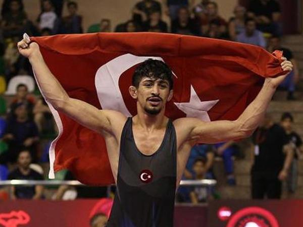 Kərəm Kamal qızıl medal qazandı
