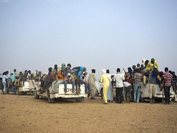 Tramp Afrikada miqrantlara qarşı divar arzulayır - FOTO