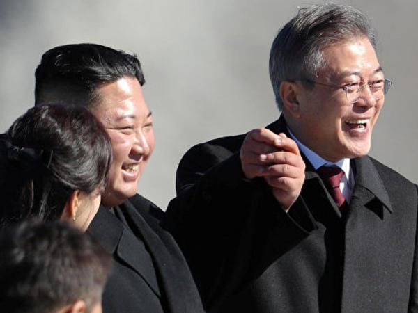 Kim Çen In Cənubi Koreya Prezidentinə iki ton göbələk bağışlayıb