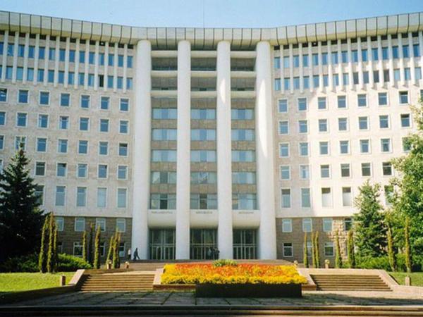 """Moldova parlamenti təxliyə olundu - <span class=""""color_red"""">Bomba xəbərdarlığı</span>"""