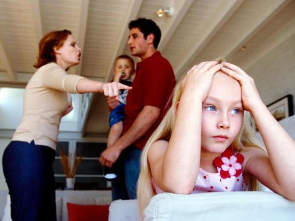 Yeniyetməlik dövründəki uşağa boşanma qərarini necə açiqlamali?
