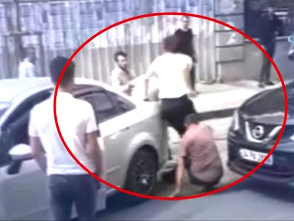 """Qadın ona yol verməyən kişi sürücünü peşman etdi - <span class=""""color_red"""">Olayın anbaan VİDEOsu - FOTO</span>"""