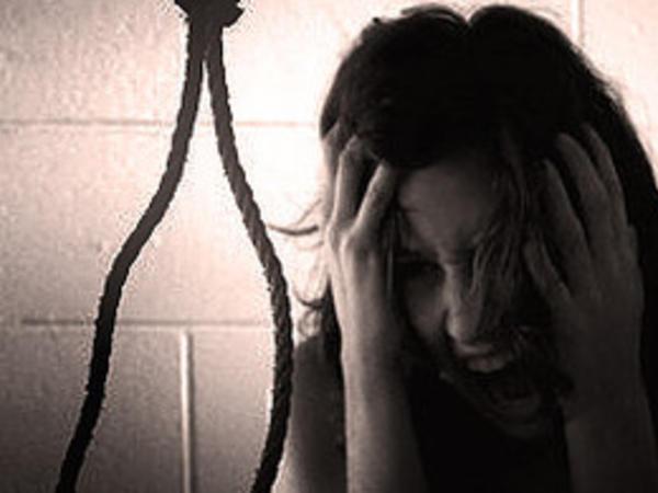 18 yaşlı qız intihar edib