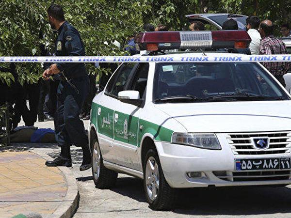 """İranda hərbi parad zamanı atışma - <span class=""""color_red"""">Ölən və yaralananlar var</span>"""